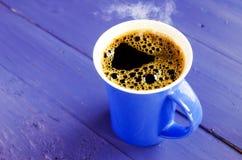 голубая кружка кофе стоковые фотографии rf