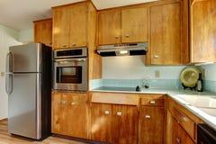 голубая кухня кроет древесину черепицей Стоковые Фото
