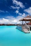 голубая лагуна молы шагает тропическо стоковое изображение rf