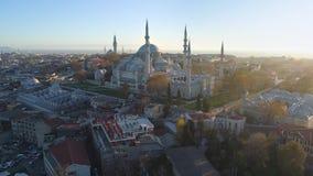 Голубая мечеть Sultanahmet в Стамбуле, Turkie Воздушная съемка взгляда трутня Голубое небо, заход солнца акции видеоматериалы