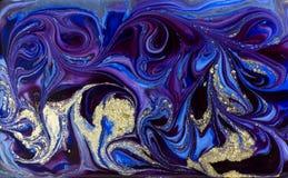 Голубая мраморизуя картина Золотая мраморная жидкостная текстура стоковые фотографии rf