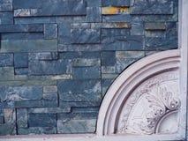 Голубая мраморная каменная малая стена плитки с белой границей угла римского стиля Стоковые Фото