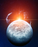 Голубая планета с красным Sun и Nebula вуали на Backgr Стоковые Фото