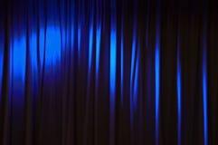 Голубая предпосылка занавеса этапа выставки, абстрактная концепция Стоковое фото RF
