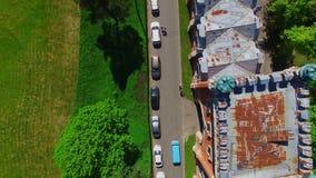 Голубая ретро шина управляя в городе видеоматериал