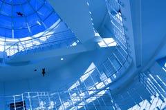 голубая самомоднейшая лестница офиса Стоковое Изображение RF