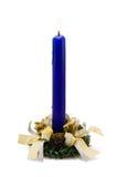 голубая свечка украсила белизну Стоковая Фотография