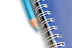 голубая спираль карандаша тетради Стоковые Изображения
