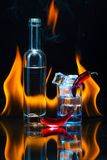 Голубая стопка полная льда, меньшей бутылки, 2 стручков красного chil стоковые фото