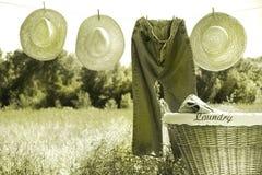 голубая сторновка джинсыов шлемов clothesline Стоковые Изображения