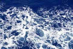 голубая темная поверхностная вода моря пульсации Стоковые Фото
