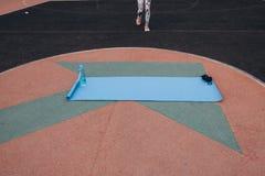 Голубая циновка для спорт стоковые фотографии rf