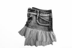 Голубая юбка джинсовой ткани на белой предпосылке Стоковые Изображения