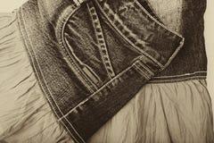 Голубая юбка джинсовой ткани на белой предпосылке Стоковое Изображение