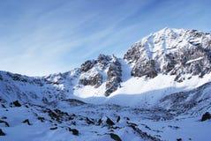 голубая ясная зима неба гор Стоковое Изображение RF
