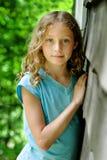 голубая eyed девушка довольно стоковое изображение rf