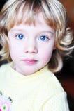 голубая eyed девушка немногая довольно стоковое фото rf