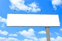 голубое афиши пустое длиной над небом стоковая фотография