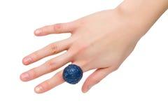 голубое женское кольцо руки Стоковая Фотография RF