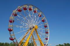 голубое колесо неба ferris стоковое изображение rf