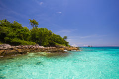 Голубое море и голубое небо Стоковые Фотографии RF