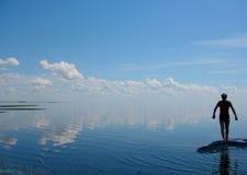 голубое море человека Стоковое фото RF