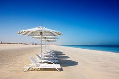 Голубое небо, голубое море, белый песок Стоковые Изображения RF