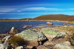 голубое небо гор озера Стоковые Фотографии RF