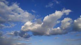 голубое небо заволакивает белизна Природа desktop Ландшафт обои стоковые фотографии rf