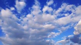 голубое небо заволакивает белизна Природа desktop Ландшафт обои стоковая фотография