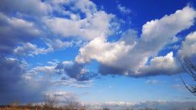 голубое небо заволакивает белизна Природа desktop Ландшафт обои стоковая фотография rf