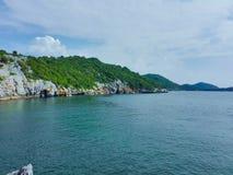 Голубое небо и голубой океан стоковые фотографии rf