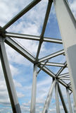 голубое небо металла конструкции Стоковая Фотография