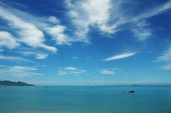 голубое небо моря Стоковые Изображения