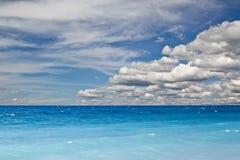 голубое небо океана Стоковые Фото