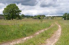 голубое небо путя к селу вала Стоковое Фото