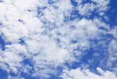 Голубое небо с большим облаком и raincloud, искусство природы красивое Стоковая Фотография RF