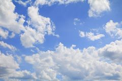 Голубое небо с большим облаком и raincloud, искусство природы красивое Стоковое Фото