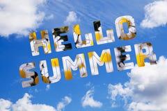 Голубое небо с летом текста здравствуйте стоковое изображение