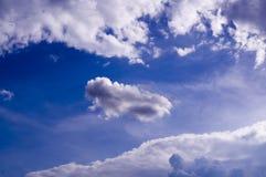 Голубое небо с облаками, кумулюс Предпосылка, природа Стоковое Изображение RF