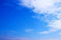 Голубое небо с предпосылкой 171101 0004 облаков Стоковая Фотография RF