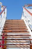 голубое небо шагает деревянно стоковая фотография rf