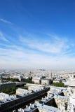 голубое небо paris вниз Стоковая Фотография
