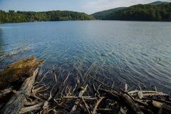 Голубое озеро и гора Стоковая Фотография