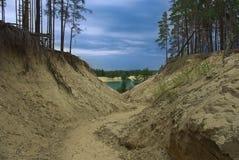 голубое озеро к путю Стоковое фото RF