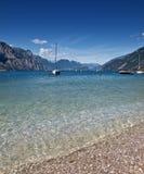 голубое озеро garda Стоковые Изображения