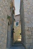 Голубое окно на старом доме стоковые фото