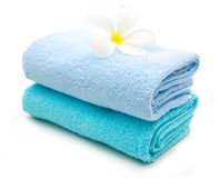 Голубое полотенце на белизне Стоковое фото RF
