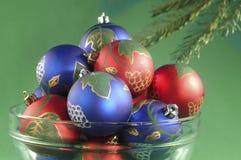 голубое рождество орнаментирует красный цвет Стоковые Фотографии RF
