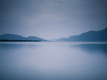 голубое сумерк озера Стоковая Фотография RF